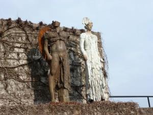 Engelskulptur v 2004, beschädigte Engel