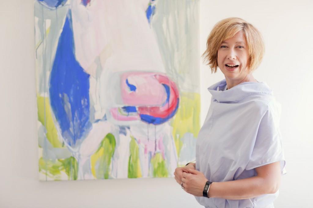 Maren Martschenko mit Kuh Pippa